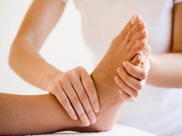 Massage chân tại nhà mỗi tối - bạn nên làm