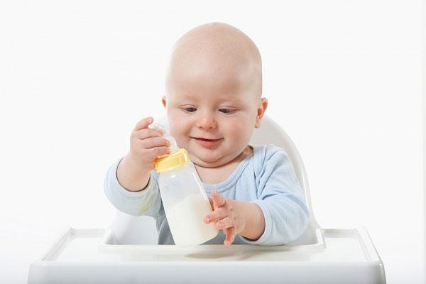 Chọn sữa cho trẻ 1 tuổi dinh dưỡng và khoa học